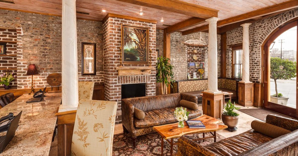 Andrew Pinckney Inn- lobby