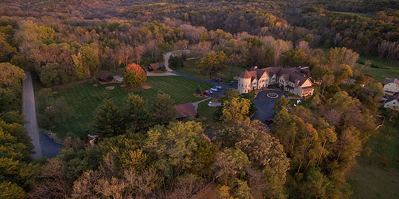 Goldmoor_Inn_Fall_Aerial_2_Web_1600_800_87auto_s_c1